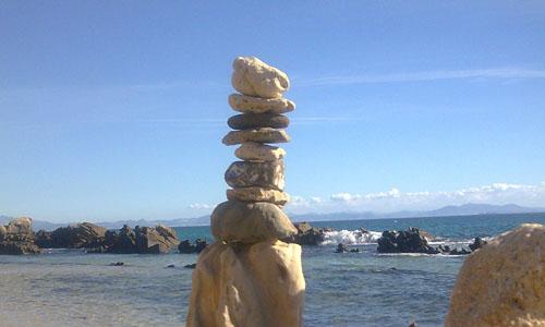 levensinspiratie-stapel-stenen-kust