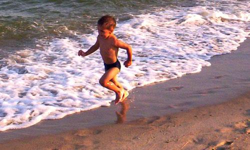levensinspiratie kind op strand rennend
