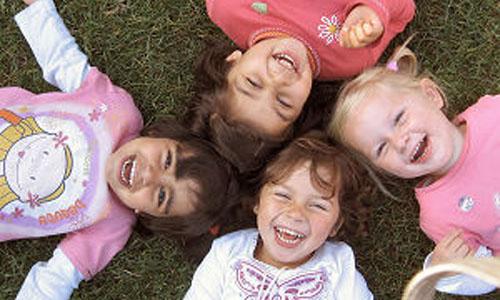 levensinspiratie kind spelende kinderen verbonden